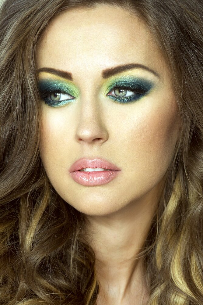 Lime green eyeshadow look