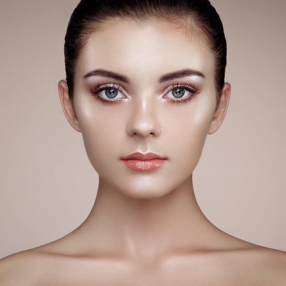 Women with highlighting makeup.